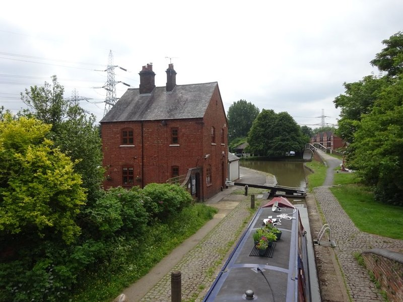 Coventry Canal side lock keepers character cottage, holiday rental in Ansty