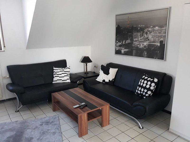 Großzügige Maisonettewohnung mit eigener Garage im Haus, location de vacances à Manderscheid