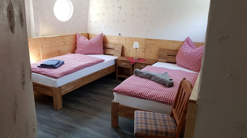 Ferienwohnung auf der Lahn / Wohnschiff in Bad Ems, holiday rental in Miehlen