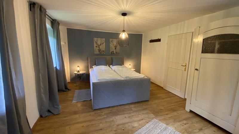 Wundervolle Ferienwohnung für 4 bis 6 Personen in Marquardtstein, vacation rental in Ubersee