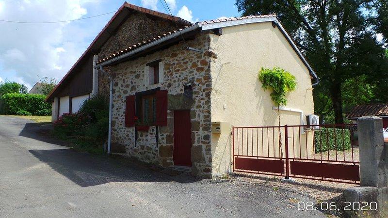 La Petite Fontaine, petit gite dans un hameau très calme, location de vacances à Yvrac-et-Malleyrand