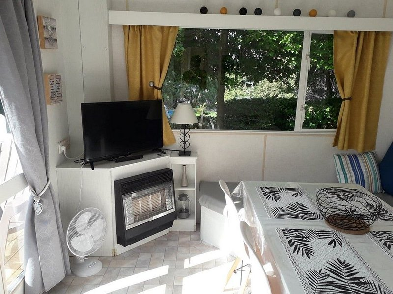 MOBILE HOME 4 - 5 PERSONNES - RAPHAEL, vacation rental in Nouart