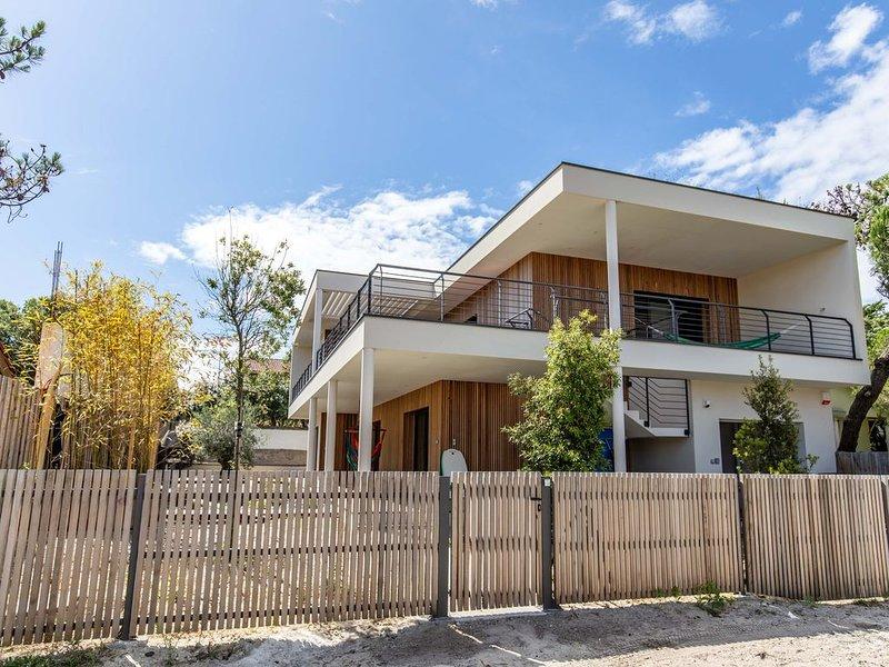 Magnifique Villa neuve 9 Personnes à 150 m de l'océan, holiday rental in Saint Isidore