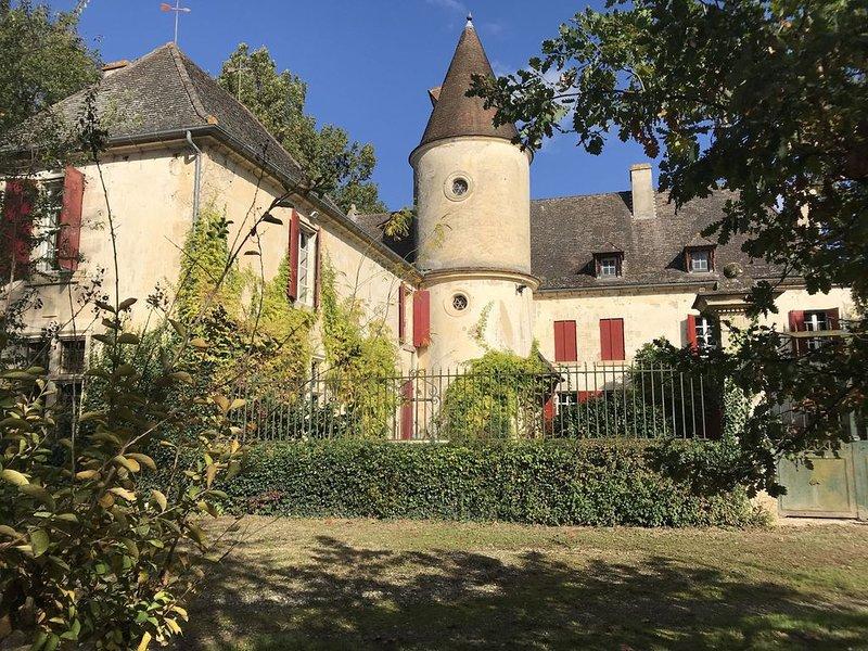 Domaine entoure d'un gd parc avec piscine exterieure 80km de Bordeaux, vacation rental in Marmande