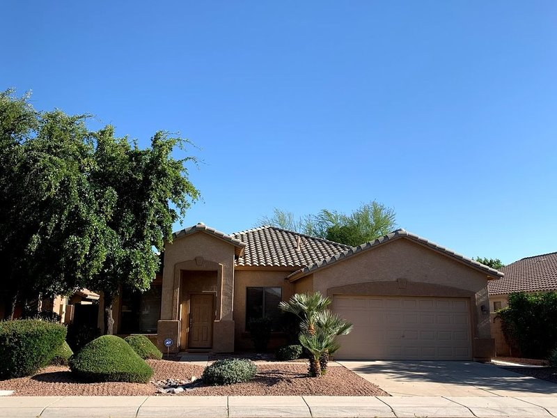 Spacious, Inviting French-Country Style Family Home- 4 BR/2 Bath, Ferienwohnung in Chandler