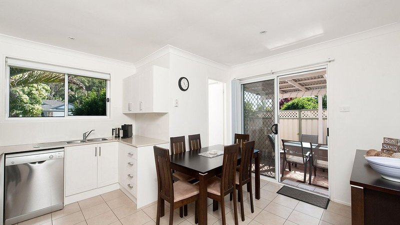 Family Friendly Beach house 850 metres from the water front at Fingal Bay Beach, holiday rental in Fingal Bay