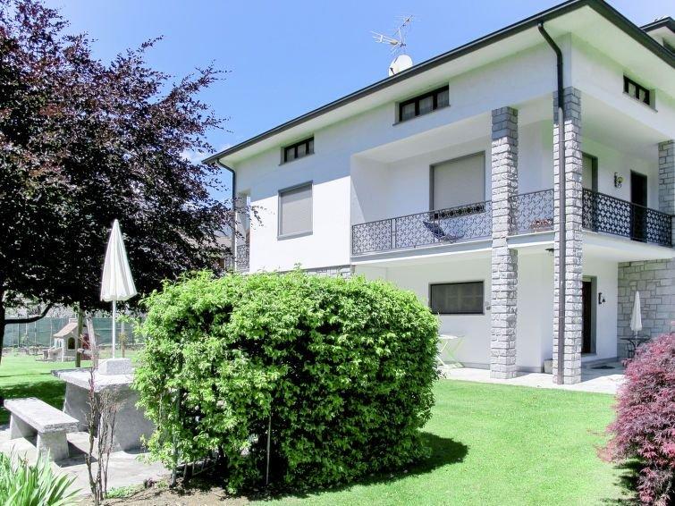 Ferienwohnung Serena (LMZ180) in Lago di Mezzola - 5 Personen, 3 Schlafzimmer, vacation rental in Borgonuovo