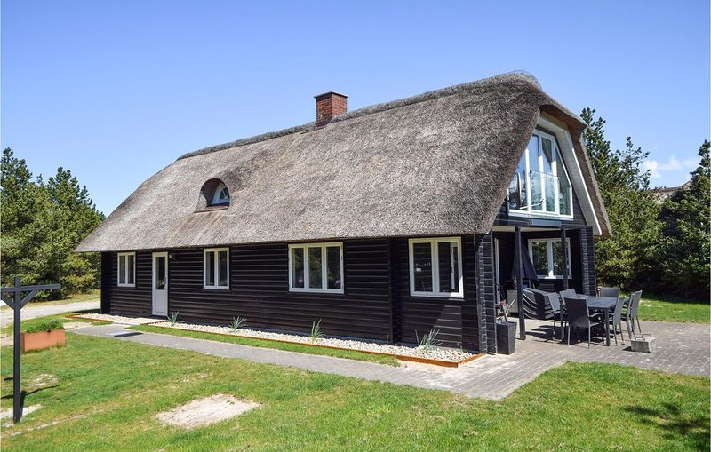 4 bedroom accommodation in Blåvand, aluguéis de temporada em Blaavand