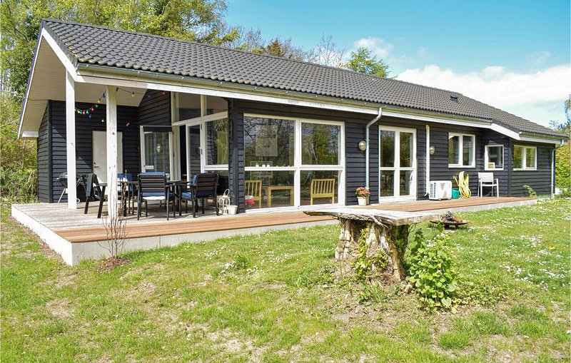 4 Zimmer Unterkunft in Vejby, holiday rental in Tisvildeleje