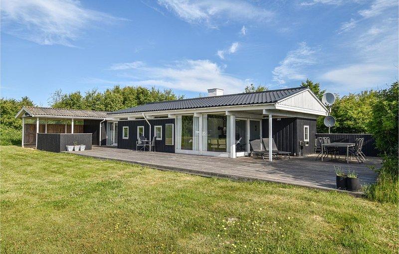 3 Zimmer Unterkunft in Ringkøbing, holiday rental in Houvig