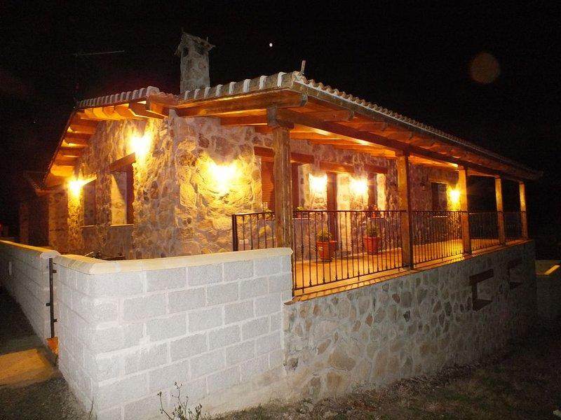 Preciosa casa rústica amplia y moderna (6 personas), holiday rental in Vega de Santa Maria