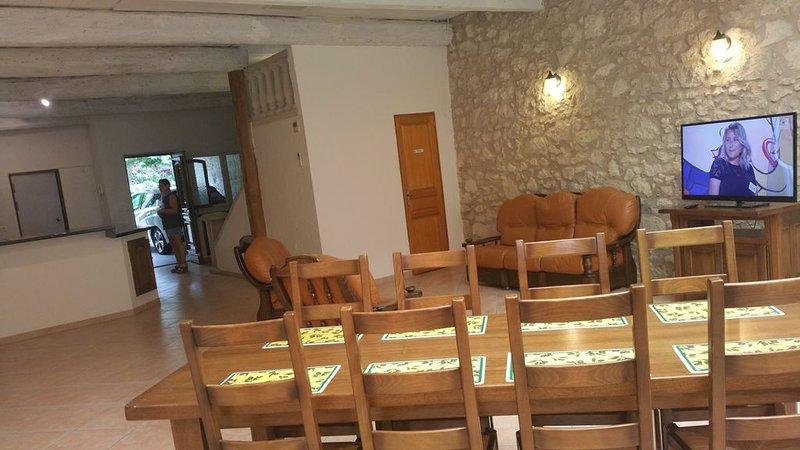 maison de village spacieuse près de NARBONNE et à 1/4 d'heure de la mer, holiday rental in Salleles-d'Aude