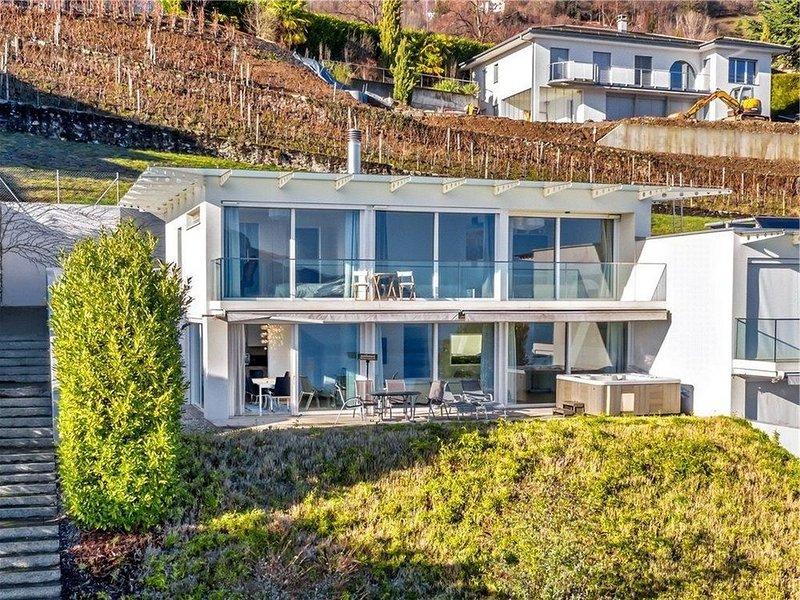 Magnifique 4BR Villa avec Lake View, vacation rental in Chernex