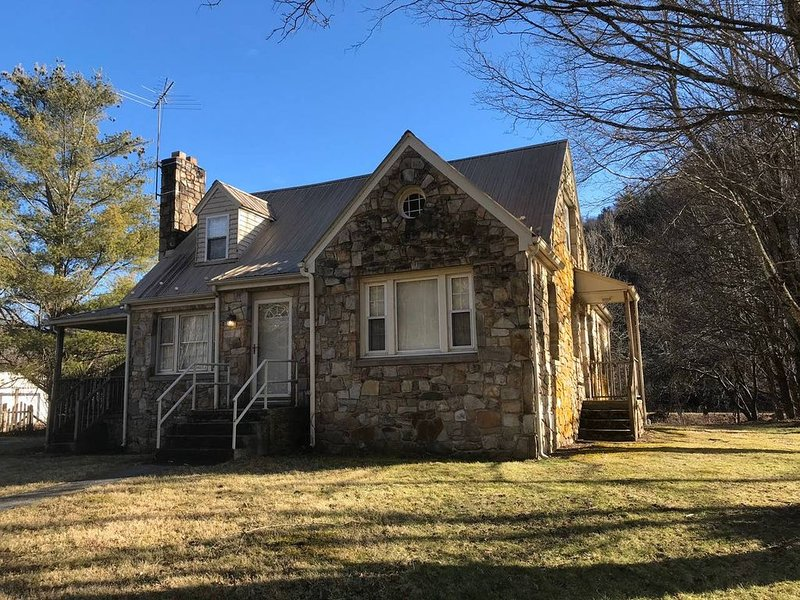 Parsonage on the River, holiday rental in Marion