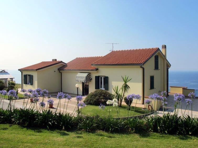 Ferienwohnung Primavera (PGI130) in Poggi - 4 Personen, 1 Schlafzimmer, holiday rental in Imperia