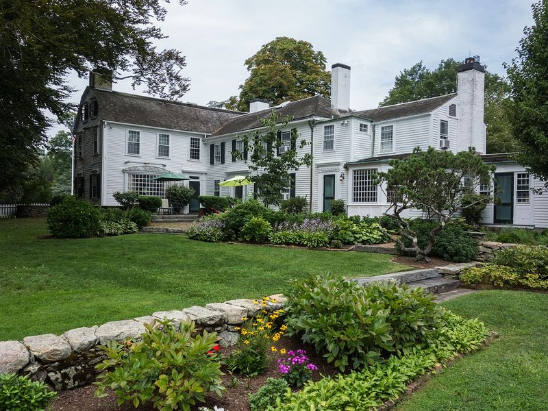 Historic country estate, overlooking  Mount Hope Bay., vacation rental in Bristol
