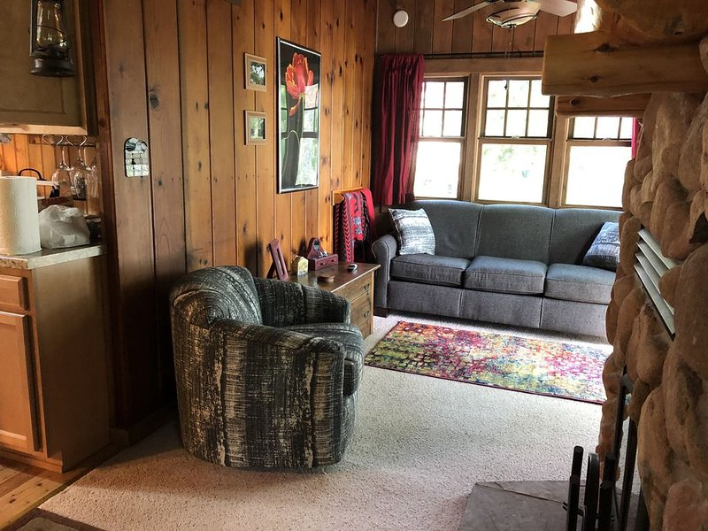 Knotty Pine Cabin on the Lake, holiday rental in Balsam Lake