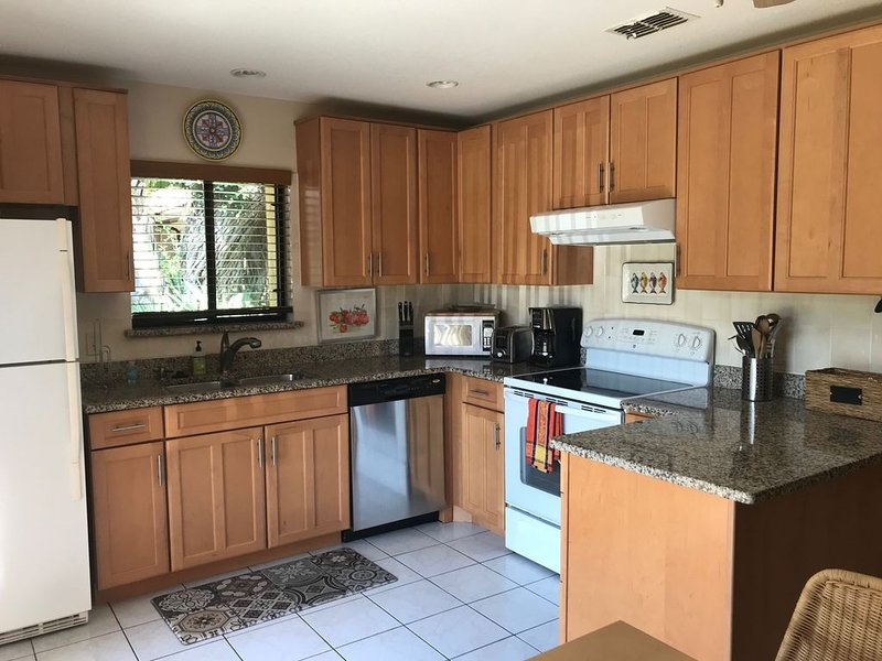 Spacious and newly renovated 3 bedroom home with 2 full baths., Ferienwohnung in Cape Canaveral