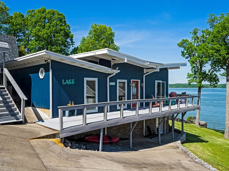 Sunrise Lakefront Cottage located near The Moors Resort, holiday rental in Eddyville