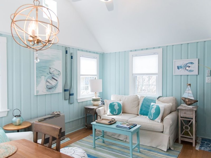 Relaxing, Newly Renovated Beach Cottage! Steps to Pine Point Beach!, alquiler vacacional en Scarborough