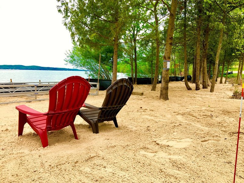 Hillside Hideaway with 154 ft. private beach on the south shore of Suttons Bay, holiday rental in Suttons Bay