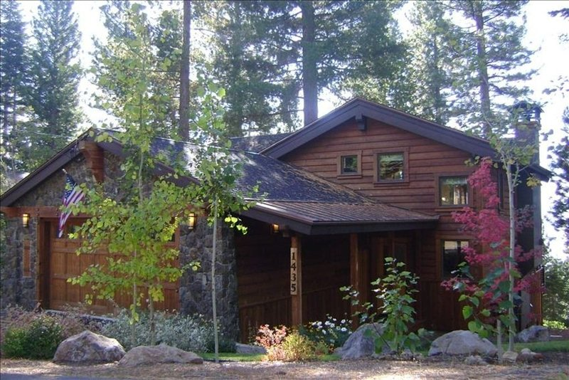 Gorgeous West Shore Home, Lakeview, Hottub, Pet Friendly! – semesterbostad i Tahoe City
