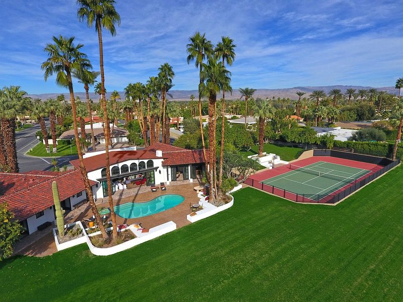 New 2 Acre Private Estate - Tennis Court, Pool/Spa, Orchards, Amazing Mtn Views, vacation rental in Indian Wells
