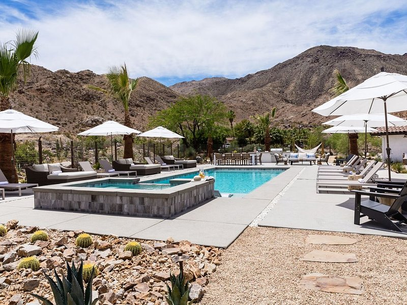 *NEW* Experience Base Camp - An Exclusive Mountainside Desert Resort w/ 2 Pools!, alquiler de vacaciones en Palm Desert