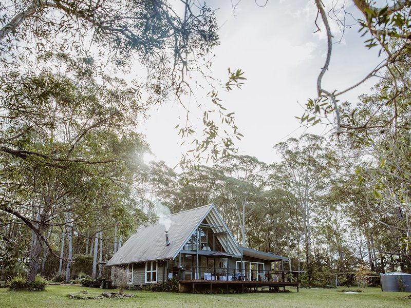 A Home Among The Gum Trees Near Seal Rocks, location de vacances à Boolambayte