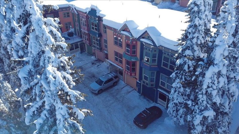 Large 3 Bedroom 3 Bathroom Townhouse with Garage and Two Outside Parking Spaces, holiday rental in Silver Star