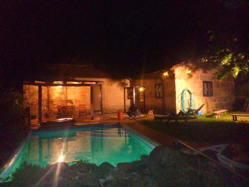 Tranquilidad y privacidad en propiedad rodeada por el verde, aluguéis de temporada em Soutomaior