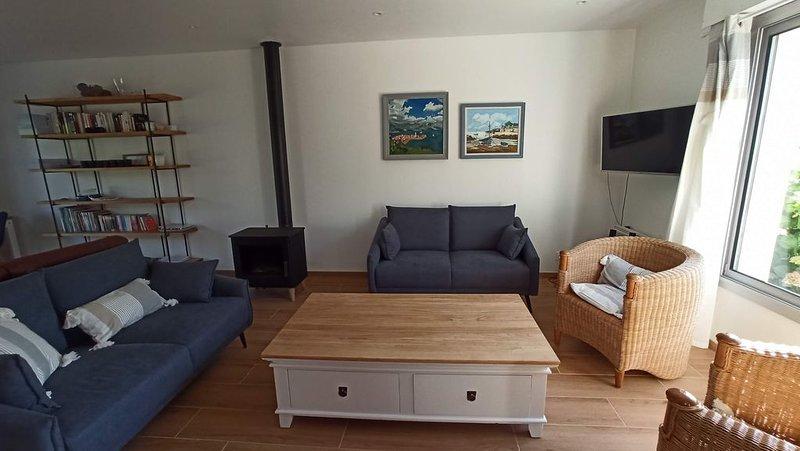 Maison bord de mer 4 chambres (120 m de la plage de Caroual), vacation rental in Erquy