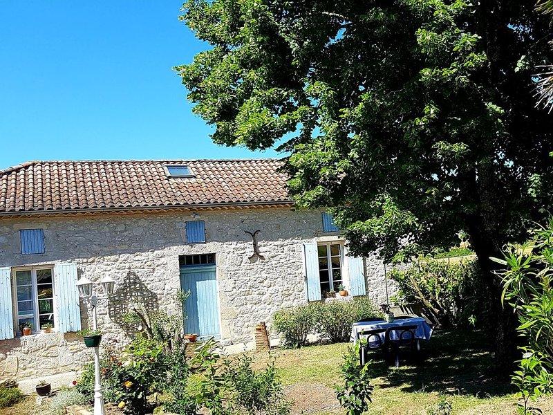 Charmant Gîte en pierre avec Piscine  'Ô Rêve Bleu', holiday rental in Auvillar