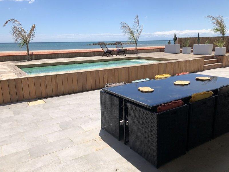 MAGNIFIQUE VILLA FRONT DE MER, holiday rental in Valras-Plage