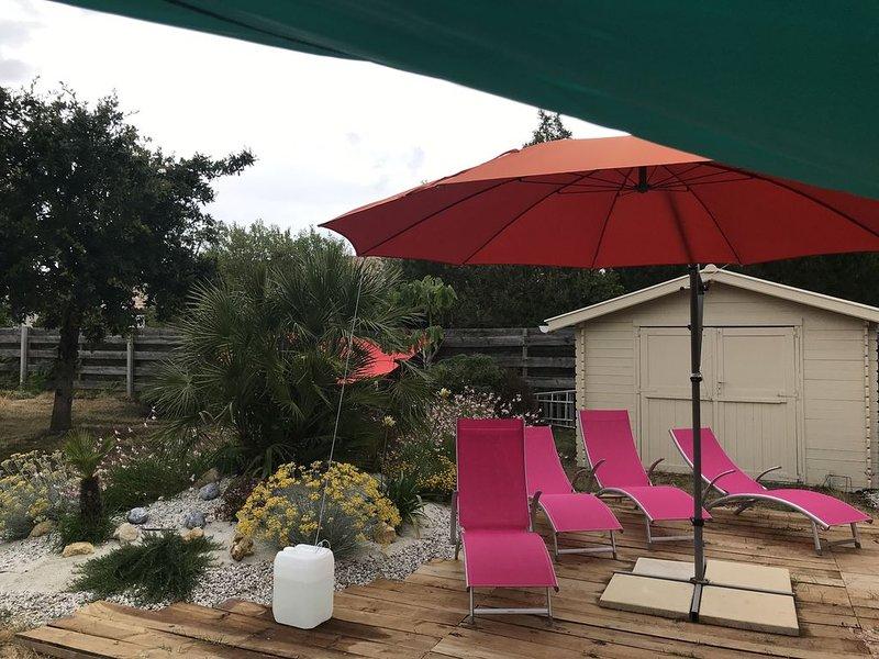 Villa d'architecte située a 1 kilomètre de la plage et du marché de Montalivet., holiday rental in Vendays Montalivet