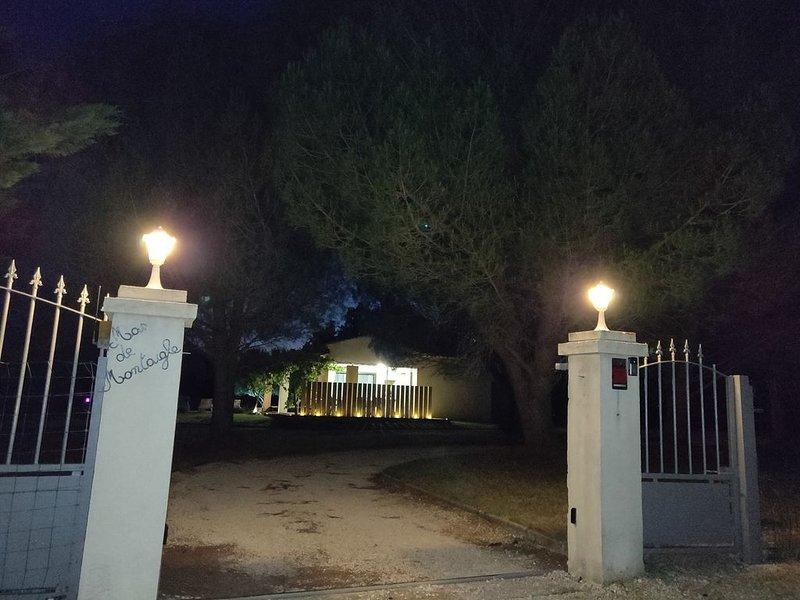 Villa de vacances climatisée, 8p, piscine - Occitanie Uzès  -22a terrain privé., holiday rental in Saint-Laurent-La-Vernede