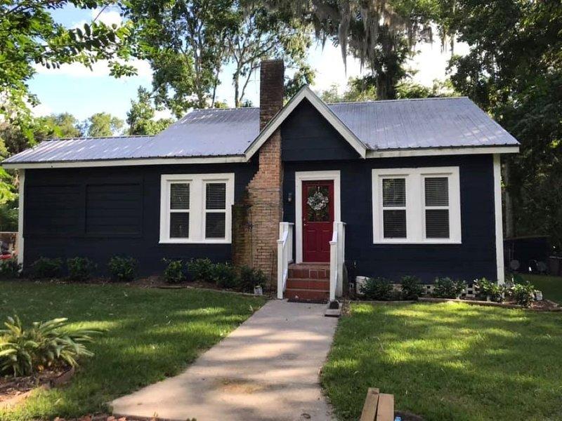 Little Blue Farmhouse, alquiler de vacaciones en Reddick