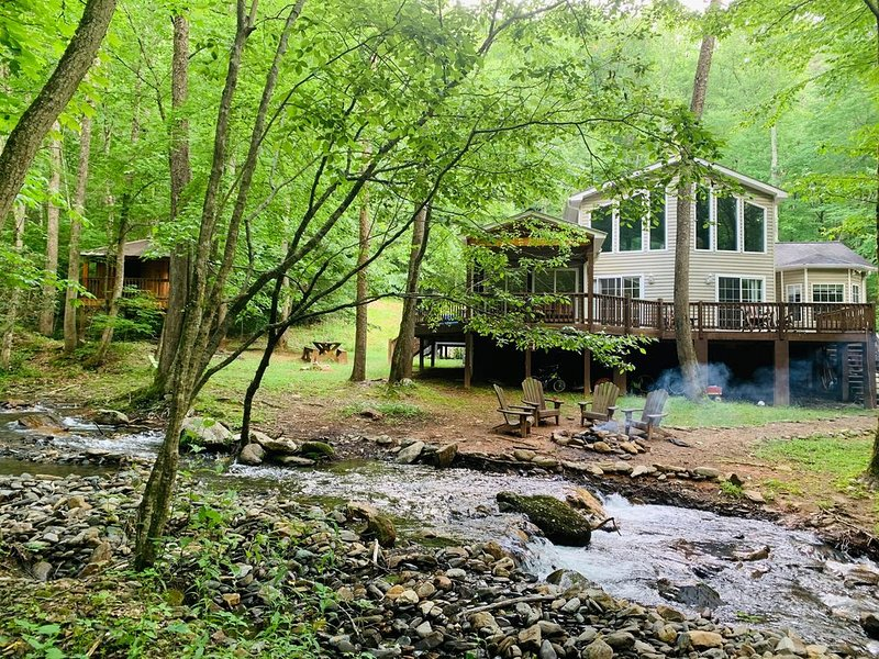 Pay-it-Forward! Beautiful serene creekside with special delights for kids!, aluguéis de temporada em Hayesville