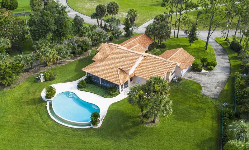 SWISS 30 - Golf Course, holiday rental in Webster