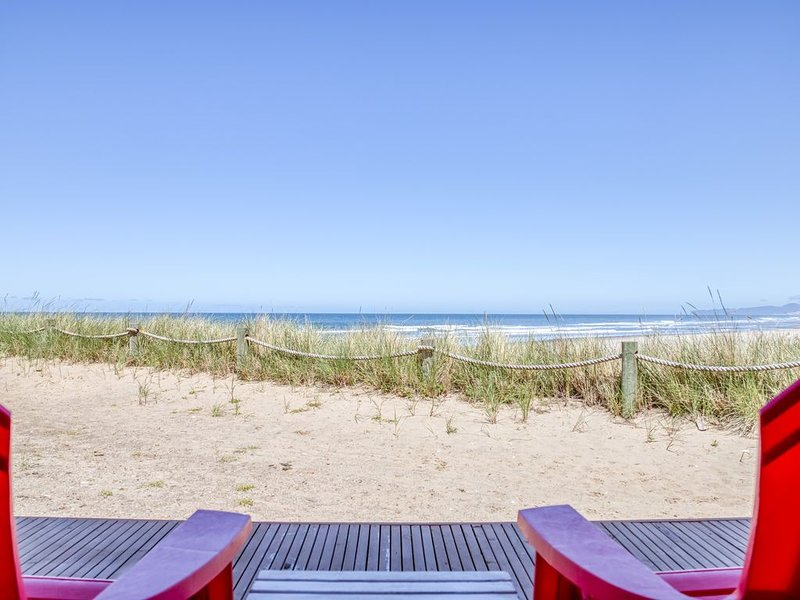 Updates and Ocean Views Bring Comfort and Beauty!, holiday rental in Neskowin