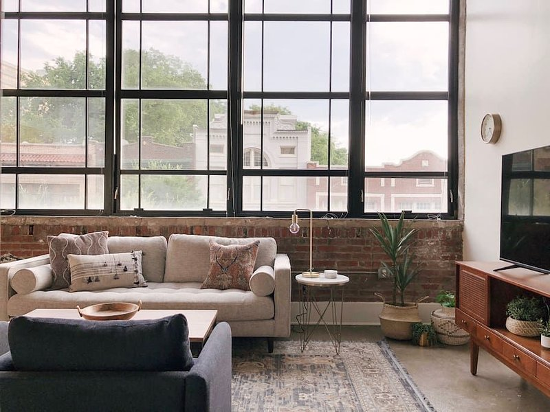 204 · Sunny Loft w/ View of Gay St, vacation rental in Knoxville