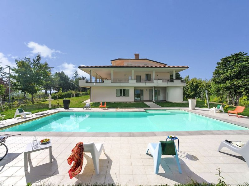 Beautiful Apartment with Pool on an Estate in Tavullia, vacation rental in Tavullia