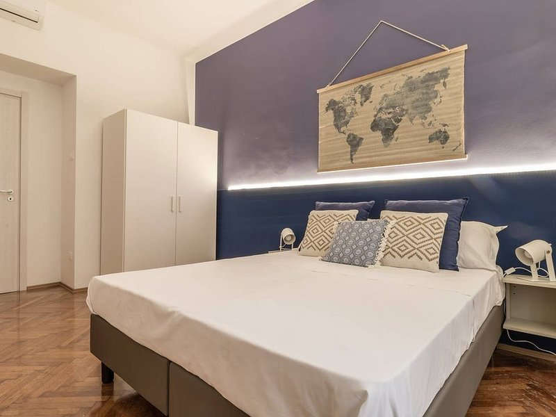 Precious Room with Private bathroom ★Persian Blue ★Wifi, holiday rental in Grignano