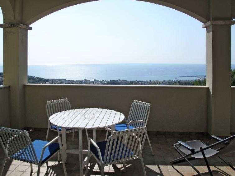 Apartment Casa Bianca  in Ranzi, Liguria: Riviera Ponente - 5 persons, 1 bedroom, casa vacanza a Bardino Nuovo