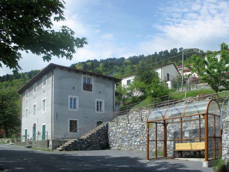 Ferienwohnung Vittoria e Milietto (FLG325) in Finale Ligure - 7 Personen, 3 Schl, holiday rental in Rialto