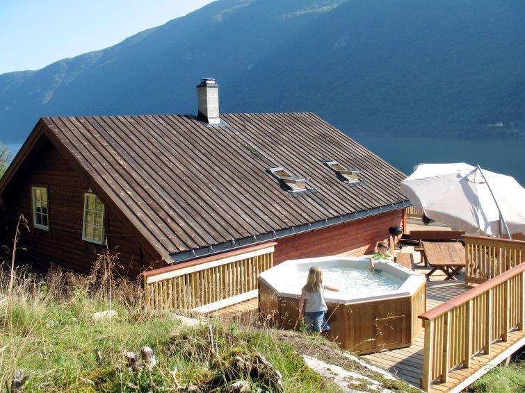 Ferienhaus Frigg (FJS601) in Arnafjord - 8 Personen, 4 Schlafzimmer, holiday rental in Nese