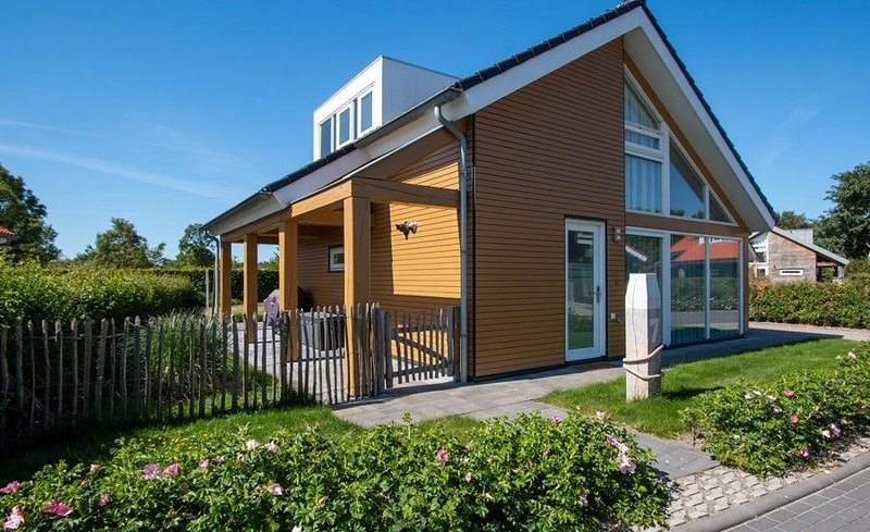 Zonnedorp 7 Luxusurlaub in moderner Villa in Toplage, vacation rental in Renesse