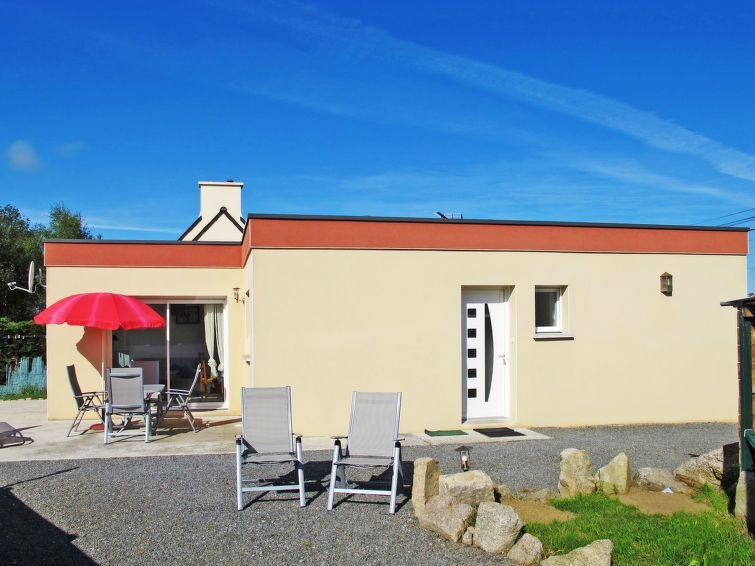 Vacation home in Kerlouan, Finistère - 4 persons, 2 bedrooms, holiday rental in Guisseny