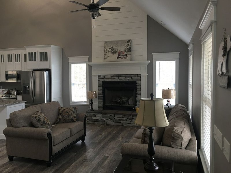 Show Home--Local Builder offers home to overnight guests.  Custom farm/craftsman, casa vacanza a Mountain View