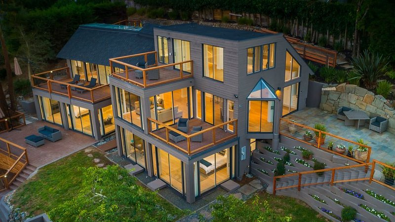 Brand New Mountain Top Home*Spectacular Views*Hot tub*Monthly Specials $25K, holiday rental in Muir Beach
